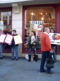 """Demo Outside Sainsbury's To """"Bycot Israeli Goods"""""""